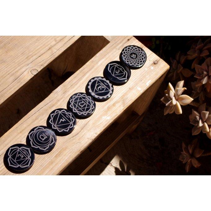 lot 7 chakras pierre gravée obsidienne noire du Mexique libératrice méditation spiritualité